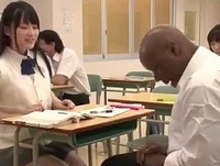 【エロ動画】思春期のJKマンコは黒人転校生の極太チンポにハマったのか自分からセックスをせがんでしまう