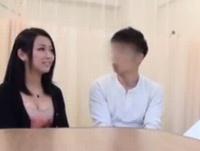 【エロ動画】友達の病室で彼氏を寝取る淫乱ビッチ!ついたての向こうでは彼女が寝ているのに