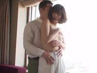 【エロ動画】アラサー妻はおチンポが大好きなようで、昼間からホテルでDキスをしながらおマンコを濡らしてしまう
