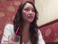 【エロ動画】26歳美人妻は夫のsexには不満だらけで夫以外のチンポにうっとり大股開きで感じまくり