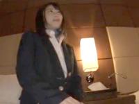 【エロ動画】網タイツ着用のOLが責めまくる!足コキやフェラでご奉仕し自ら騎乗位でハメて腰を動かし外出しSEX!