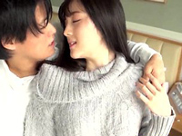 【エロ動画】清純美女鈴原エミリと見つめ合うラブラブセックス