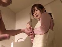 【エロ動画】人妻の身体はデカチンには逆らえない。嫌がるそぶりを見せてはいても結局おマンコを開いてしまうのだ