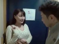 【エロ動画】巨乳デリヘル嬢を呼んだら地元の同級生!→内緒にする代わりにSEX。弱みを握られ中出しまで