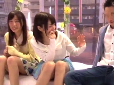 【エロ動画】MM号の中でカップルたちがスワップセックス!彼氏の前で別の友達の指やおチンポでイっちゃうなんて刺激的すぎるでしょ
