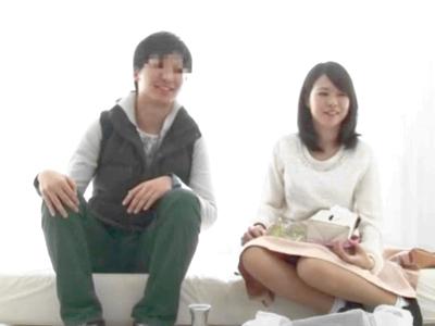 【エロ動画】巨乳な姉と弟をふたりっきりにしたらどうなるのか。ローションマッサージだけじゃなくおマンコセックスで近親相姦を始める姿をモニタリング