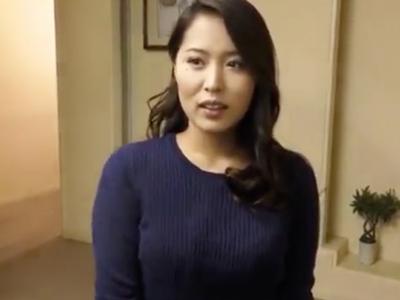 【エロ動画】夫とラブラブだった巨乳の人妻は、隣人の男にエロ下着のマンコを舐められて感じてしまい、濡れたおマンコを弄られながらNTRセックスでスケベな身体を弄ばれてしまうのだった