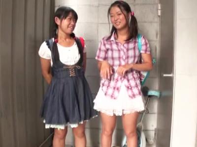 【エロ動画】公園で声をかけたプールへ行く待ち合わせするロリっ娘達を言葉巧みに脱がせていって挿入。「なんか白いの出てる…」