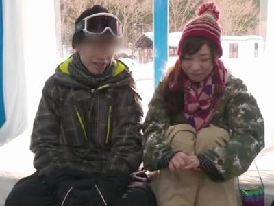 【エロ動画】彼氏は外で待機!スキー場のMM号でエロマッサージ師におっぱいやおマンコを弄られNTRセックスまでされちゃう可愛いJD