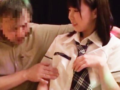 【エロ動画】おっぱぶ店員の美乳に興奮してしまったおじさんは、「奥さんに怒られない?」と心配されながらも中出しファックで出禁不可避www