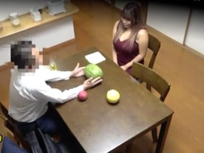 【エロ動画】むちむち巨乳の人妻は訪問営業マンの巨根に発情してしまった。オナニーだけじゃ我慢できないおマンコはキスで濡れてNTRおチンポを求めて腰を振る