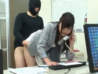 【エロ動画】覆面男にレイプされてしまうOL。仕事中のおマンコにも容赦なくチンコを挿入されて、皆の前で着衣セックスが止まらない