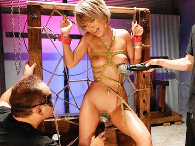 【エロ動画】ドMな褐色ギャルを拘束してレイプショー。媚薬漬けにして陰毛マンコをクンニいて、おっぱいやアナルも玩具で調教したら立派な肉便器にしてやるのだ