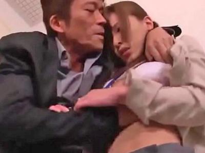 【エロ動画】仕事中に弱みを握られた上司にレイプされる巨乳人妻!クンニと指マンで声を抑えながらイカされ、旦那のために体も許し、バックでパンパン突かれまくる!た