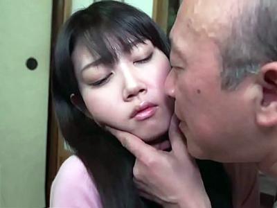 【エロ動画】義父の性欲処理道具になってしまった人妻は、無抵抗で全て受け入れフェラチオご奉仕!ペロペロと舌で刺激したら口内射精されてしまい、呆然とした顔でザーメンを吐き出して…