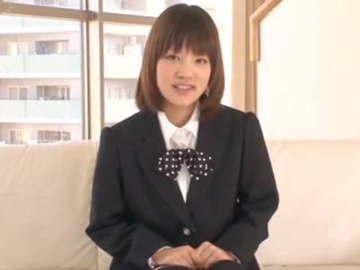 【エロ動画】童顔JKが貧乳おっぱいを露出して、勃起したおちんちんをフェラチオで扱いてくれた