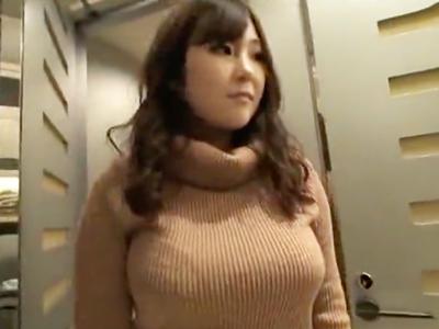 【エロ動画】「セックス大好き♡」と微笑むデカパイ美女をじっくり愛撫で感じさせ、おっぱいを愛でながら激しくピストン!あまりに気持ちよかったからゴムに出したザーメンをブッカケてみた