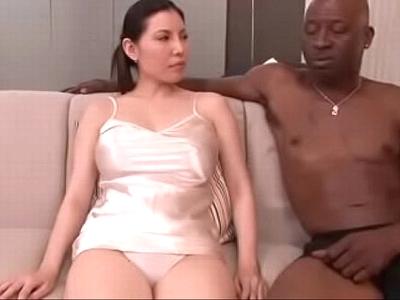 【エロ動画】むちむちデカ尻の巨乳美女が黒人チンコで絶頂しまくり。コスプレをさせられ発情した彼女はパンツの食い込む雌マンコを濡らし、フェラチオでおチンポをしゃぶって、いろんなコスプレでおちんぽセックスを愉しみザーメンを飲み干すのだった