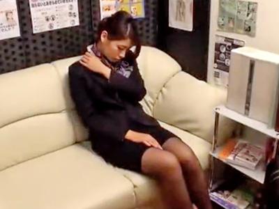 【エロ動画】巨乳OLのマン毛マンコを手マンでマッサージ。おっぱいを揺らして気持ち良さそうにしている無知マンコをおちんちんで解したら、美容の為に中出しもしてやった