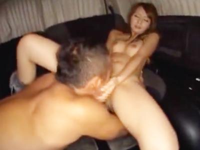 【エロ動画】スレンダー美女・希崎ジェシカと車の中で密着セックス!たまには外に出て愛撫を楽しみ、それに飽きたら車に戻って激しすぎるピストンで敏感マンコをたっぷり味わう!