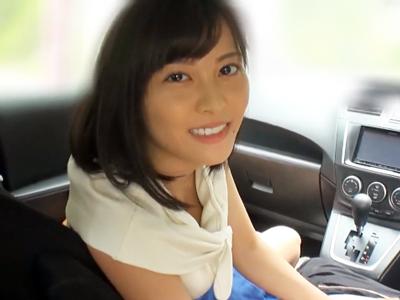 【エロ動画】美女の手コキやフェラチオでおちんちんを扱かれる。カーセックスで乳首を舐められながらいやらしい手つきでシコシコされたらぶっかけ射精せずにはいられない