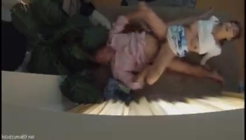 【エロ動画】「えっ…中に出しちゃったんですか!?」クンニ上手なナンパ師にお持ち帰りされた巨乳人妻は、気持ちよくて大声で喘ぎながらオヤジチンポでNTR中出しセックス