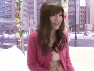 【エロ動画】MM号に乗り込んだピュアな少女は、興味深そうにチンコを握る!初めての69で興奮したあと、マン奥まで届きそうな立ちバックでガン突きされる!