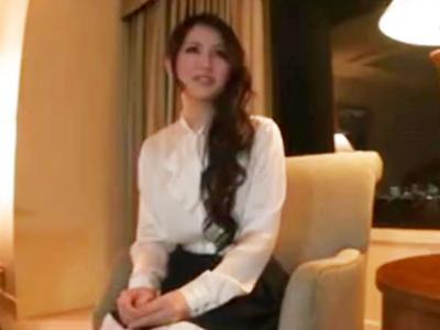 【エロ動画】帰国子女の令嬢はストッキングマンコを電マでイかされ愛液でトロトロに。パンツにシミを作って発情させられたらフェラチオでご奉仕をして、むちむちのお尻を叩かれるように犯されて口内射精をされるのだ