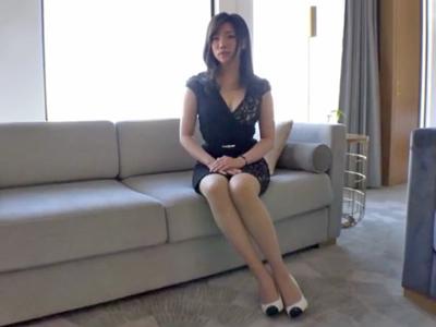 【エロ動画】パンツをケツマンコに食い込ませたドスケベ女がおちんちんをフェラチオして、浮気セックスでイキまくり。一度絶頂したいという人妻は、おマンコを浮気チンコに犯されNTRセックスの虜になっていく