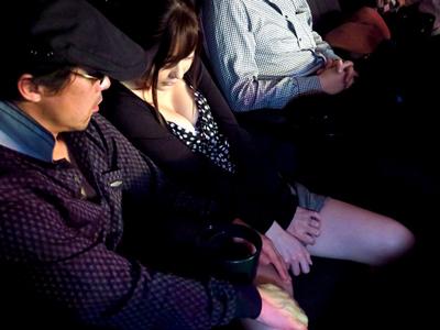 【エロ動画】映画館で痴漢をされた人妻がその場でNTRレイプされてしまった。手マンで濡れた陰毛マンコを御手洗いでじっくりと見られて、中出しザーメンを注がれてしまう