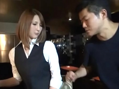 【エロ動画】行きつけのクラブで働く美脚店員を口説いて愛撫で焦らしてから生挿入!ハメ部分を丸見えにしてピストンしまくり、濃厚ザーメンをブッカケお掃除フェラまで…