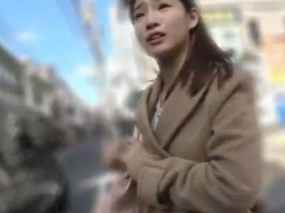 【エロ動画】道を尋ねて美女をナンパ。貧乳でロリっぽい身体付きなのもエロいがそんな娘に手コキやフェラチオをして貰い、中出しできるなんて最高だよな