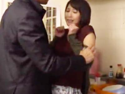 【エロ動画】不審者に中出しNTRレイプされてしまった美人妻・湊莉久…抵抗虚しくおマンコを触られて、強制イラマで美しい顔が苦痛に歪む!