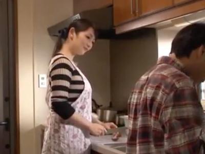 【エロ動画】妖艶な色気の人妻・二階堂ゆりが義弟のチンポを弄ぶ!夫に内緒でシコシコ&ペロペロしまくって、徹底的にザーメンを搾り取ってご満悦