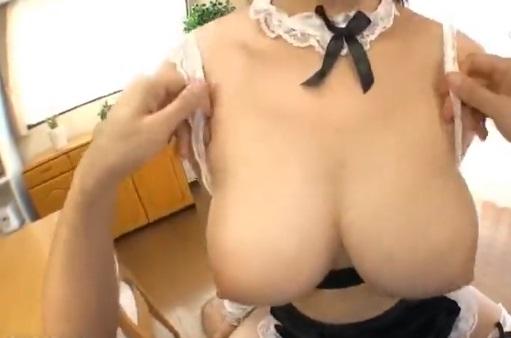 【エロ動画】重量感たっぷりの爆乳メイドがおっぱいを使ってご奉仕してくれたら→柔らかすぎるパイズリが気持ちよすぎて毎日ヌいてもらいたい!