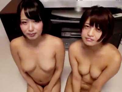 【エロ動画】美少女二人は完全にペット!全裸の美少女二人がWフェラだけではなく、乳首舐めもしてくれる従順状態!チンポも乳首も舐められば、ザーメンを我慢することなどできない!