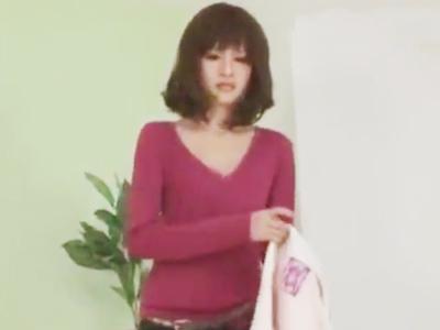 【エロ動画】可愛い巨乳でスレンダーな妹に朝勃ちチンポを犯される!美味しそうにフェラチオ・手コキで咥えて痴女っぷりをみせながら、身内のザーメンを一滴残らずごっくん…