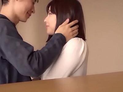 【エロ動画】スレンダー巨乳お姉さんが大好きな彼氏とイチャラブセックス!乳首舐め・乳揉み・手マンで膣穴を濡らし、愛を深めながら濃厚な騎乗位杭打ちピストン