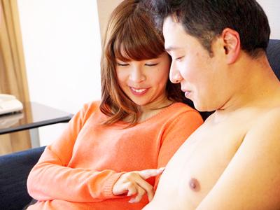 【エロ動画】スレンダー貧乳お姉さんの坂口杏里がホテルで激しいセックス!手マン・クンニで膣穴を刺激され、肉棒を挿入されて騎乗位・正常位で痴女りまくり!