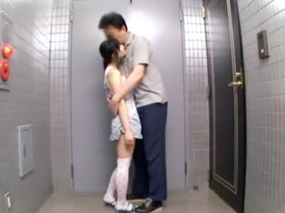 【エロ動画】ロリコンなんだから触らなくっちゃもったいない!私服姿の少女にはフェラ抜きさせて、制服姿の少女にはノーパンにさせてクンニとこちらもフェラ抜きをさせてもらう!