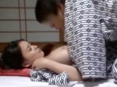 【エロ動画】だらしない体の巨乳痴女人妻菜月アンナが乳揉みオナニーでイキ狂う…そしてクンニ・手マンで刺激された膣穴を騎乗位杭打ちピストンされて絶頂悶絶…