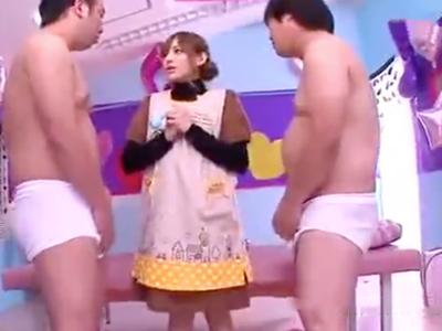 【エロ動画】可愛いスレンダー保母さんRioはチンポが大好き!ショタに迫られ二刀流で肉棒を手コキ・フェラチオで刺激して、濃厚ザーメンを大量発射させる!