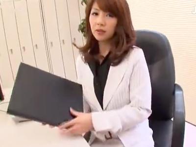 【エロ動画】美人上司がピンヒールとパンストを使って部下を足コキする!痴女のような言葉責めで男のドM心をくすぐり、同時に足でチンポをくすぐり、部下を射精に導いていく!