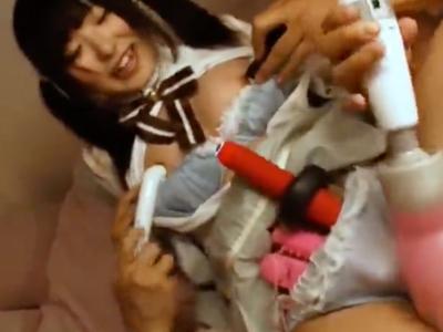 【エロ動画】純粋そうなロリ巨乳の女の子の裏の顔は…電マで感じまくるビッチだった!フェラしながらパイパンマンコに挿入される3Pセックスで喘ぎっぱなし!