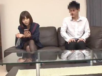 【エロ動画】「えっ、中に出してるの!?」DT後輩の押しに負けてセックスしてしまったツンデレJKは、パンパン腰を振られまさかの中出しに驚愕!