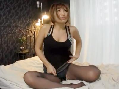 【エロ動画】黒パンストOLをナンパしてハメ撮りセックス…仕事中にも関わらずチンポをフェラチオ・手コキし、ザーメン中出しを受ケ入れる痴女の姿をご覧下さい