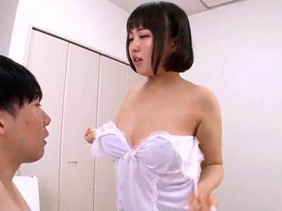 【エロ動画】むっちりぽっちゃりの痴女お姉さん。お客さんに興奮しちゃって、乳首責めだけでは留まらず、自慢の巨乳を男に押し付け、顔面騎乗でクンニをしてもらっちゃう!