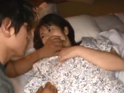 【エロ動画】義弟が兄嫁を寝取る。兄が寝ている横で兄嫁に夜這いをしかけ、寝ている彼女の口に無理やりチンポを詰め込みイマラチオ。そして正常位で中出しだ!