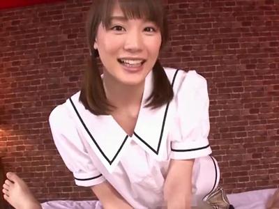 【エロ動画】美少女JK鈴村あいりがお兄ちゃんと言ってくれながら、おちんちんを褒めてくれて、囁きながらの手コキ!ローションと言葉責めも付け加えられすぐにでも射精しそうになる!