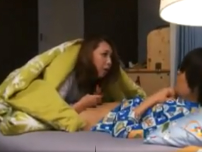 【エロ動画】叔母さんに手を出そうとしたスケベな息子を自分のぽっちゃり巨乳ボディを使って教育するママの風間ゆみ。教育のはずが自分もハマって夜這いしてしまう!